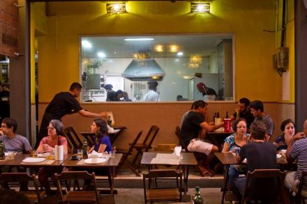 Cadeg - Barsa - A cozinha envidraçada do restaurante