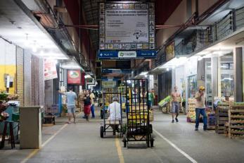 Cadeg - O mercado de Benfica funciona noite e dia