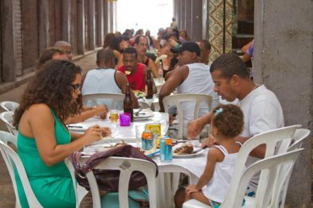 Cadeg - Poleiro do Galeto - Famílias almoçando o bifão